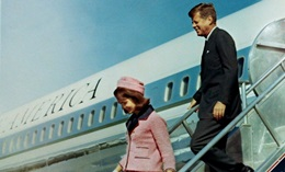 Jackie and JFK arrive in Dallas